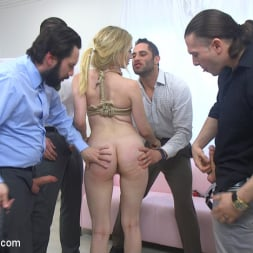 Riley Reyes in 'Kink' Desperate To Deal (Thumbnail 5)
