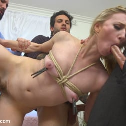 Riley Reyes in 'Kink' Desperate To Deal (Thumbnail 6)