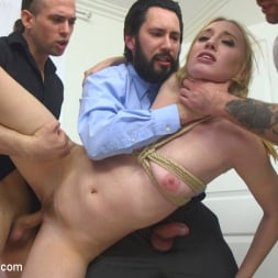 Riley Reyes in 'Kink' Desperate To Deal (Thumbnail 7)