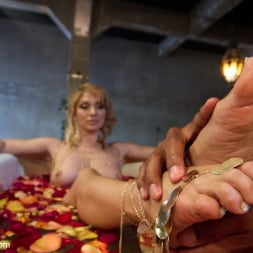 Lea Lexis in 'Kink' Exotic Foot Worship With Goddess Lea (Thumbnail 9)