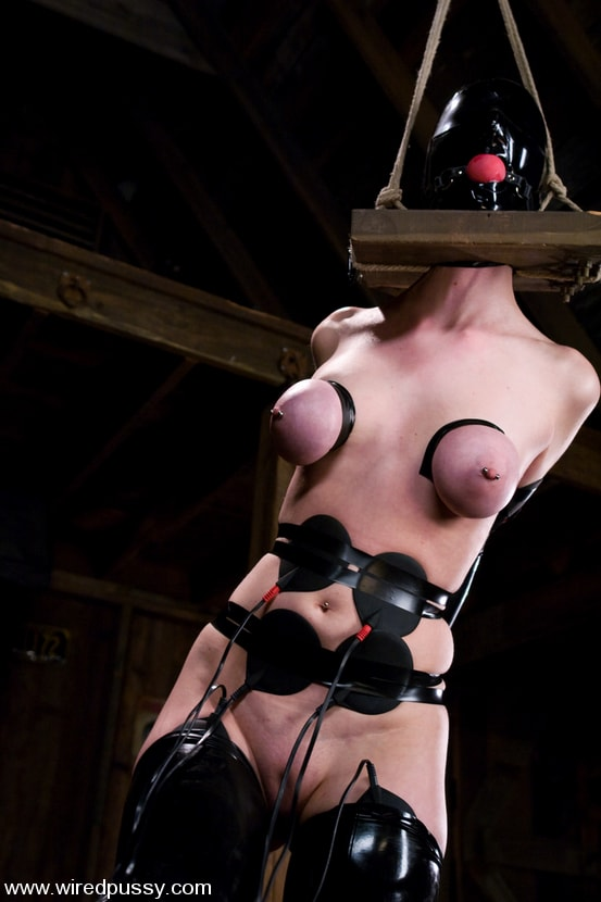 Kink 'Cherry Torn gets her pussy Wired!!' starring Sandra Romain (Photo 3)