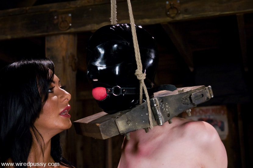 Kink 'Cherry Torn gets her pussy Wired!!' starring Sandra Romain (Photo 4)