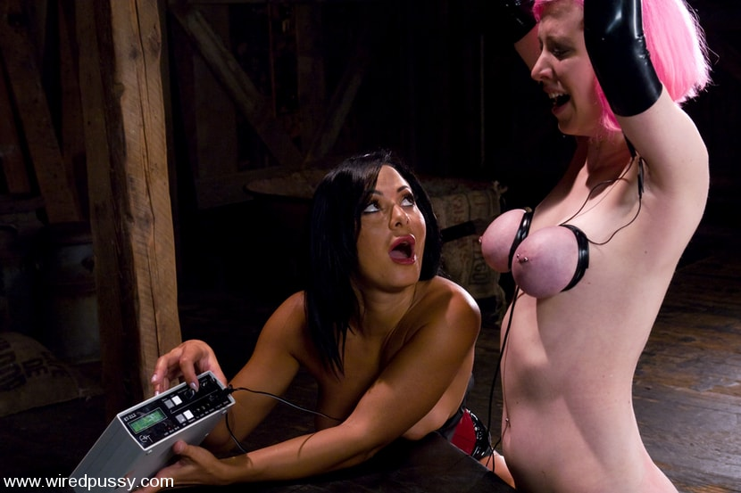Kink 'Cherry Torn gets her pussy Wired!!' starring Sandra Romain (Photo 7)