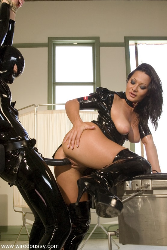 Kink 'Sandra's Latex Slave' starring Sandra Romain (Photo 4)