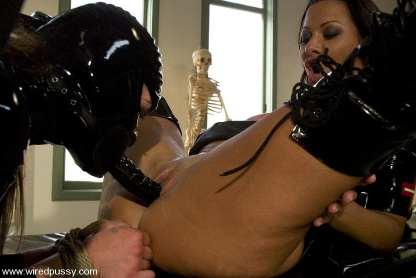 Kink 'Sandra's Latex Slave' starring Sandra Romain (Photo 7)