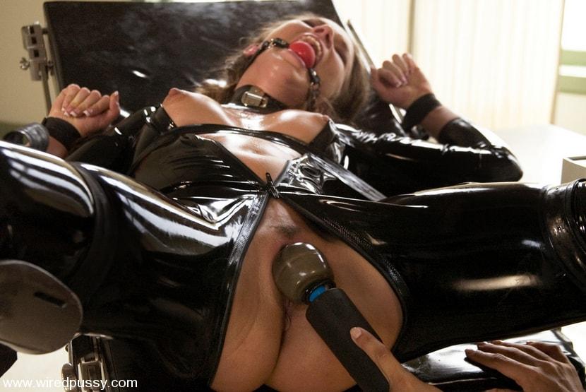 Kink 'Sandra's Latex Slave' starring Sandra Romain (Photo 11)