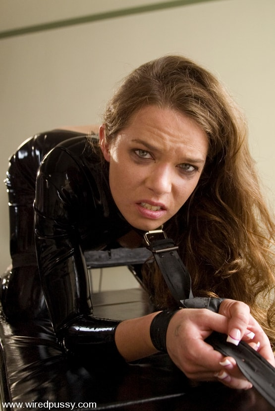 Kink 'Sandra's Latex Slave' starring Sandra Romain (Photo 12)