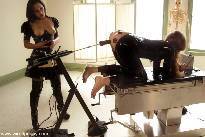 Kink 'Sandra's Latex Slave' starring Sandra Romain (Photo 13)