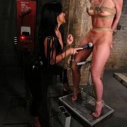 Sandra Romain in 'Kink' and Ariel X (Thumbnail 6)