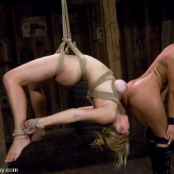 Sandra Romain in 'Kink' and Sara Scott (Thumbnail 10)