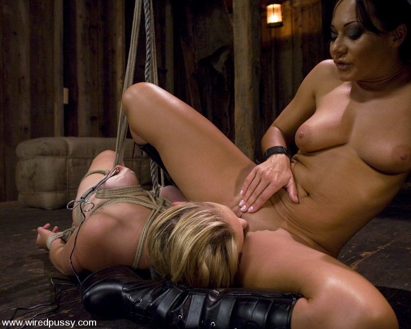 Kink 'and Sara Scott' starring Sandra Romain (Photo 12)
