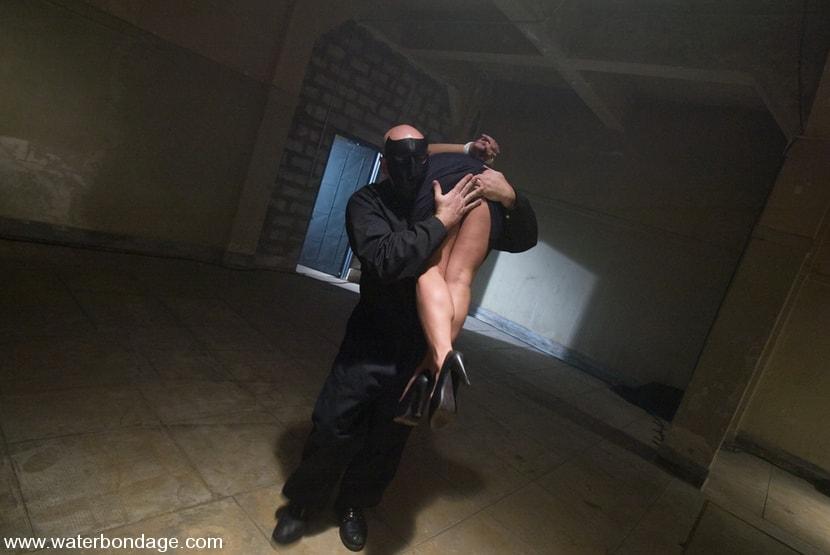 Kink 'The Sarge Meets Gianna Lynn' starring Gianna Lynn (Photo 2)