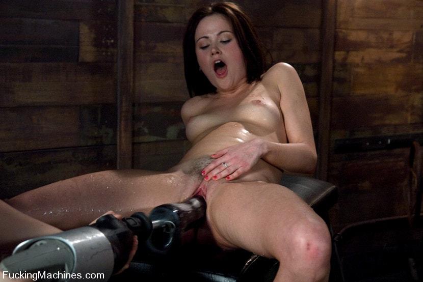 Kink 'FuckingMachines ARCHIVE CLASSIC Masturbating addiction - Sindee Jennings' starring Sindee Jennings (Photo 3)