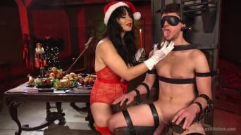 Siouxsie Q in 'Merry Bitchmas!'