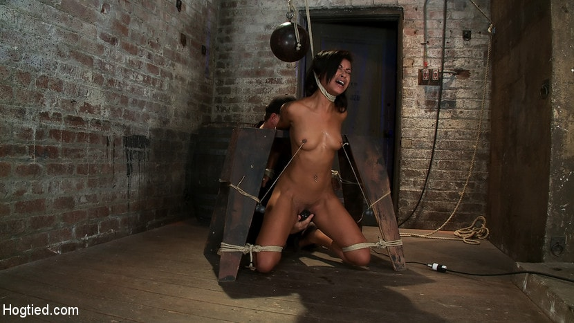 Kink 'Brutal breath play and massive orgasms take this one to the edge of consciousness A sweaty mess.' starring Skin Diamond (Photo 3)