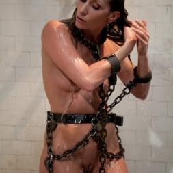 Vivienne Del Rio in 'Kink' Lesbian Revenge (Thumbnail 7)