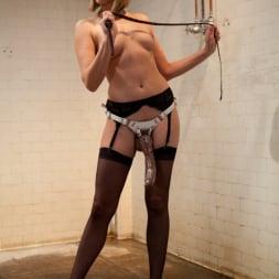 Vivienne Del Rio in 'Kink' Lesbian Revenge (Thumbnail 14)
